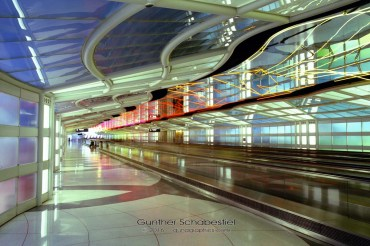Chicago Airport hallway between concouses